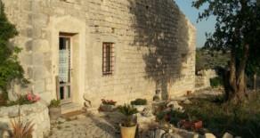 Stone house Aline