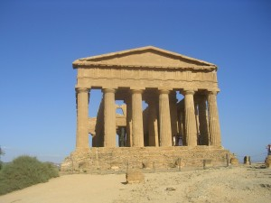 sicilian history is very rich, many beautiful sicilian temples