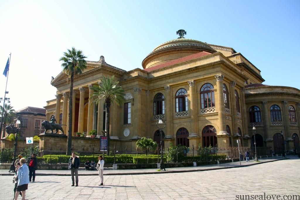 The street food tour usually starting in th front of Theater Massimo in Palermo